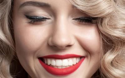 Teeth Whitening vs Veneers